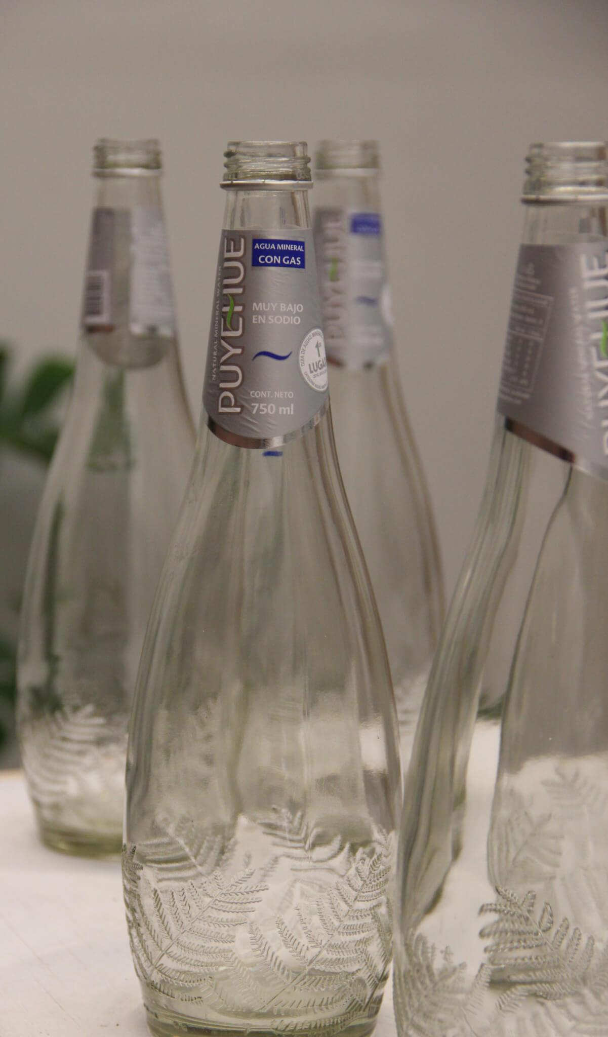 reutilización-botella-de-agua-vidrio
